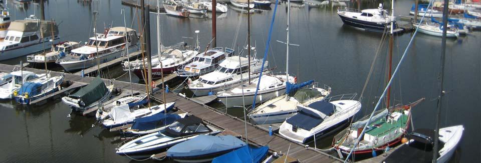 Steg zu den Segelyachten Marina Rüsch